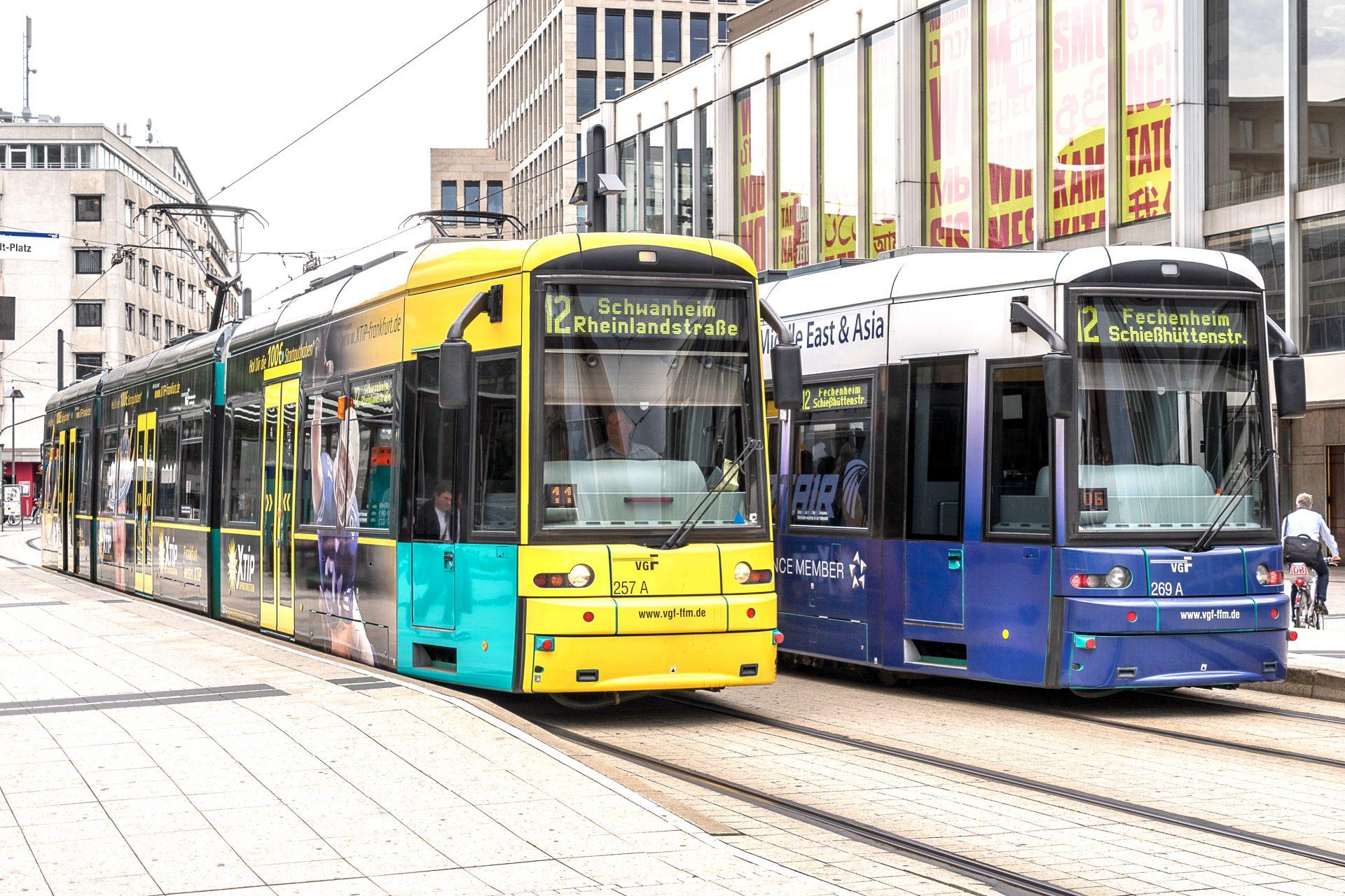 Frankfurter Straßenbahn am Willy-Brandt-Platz