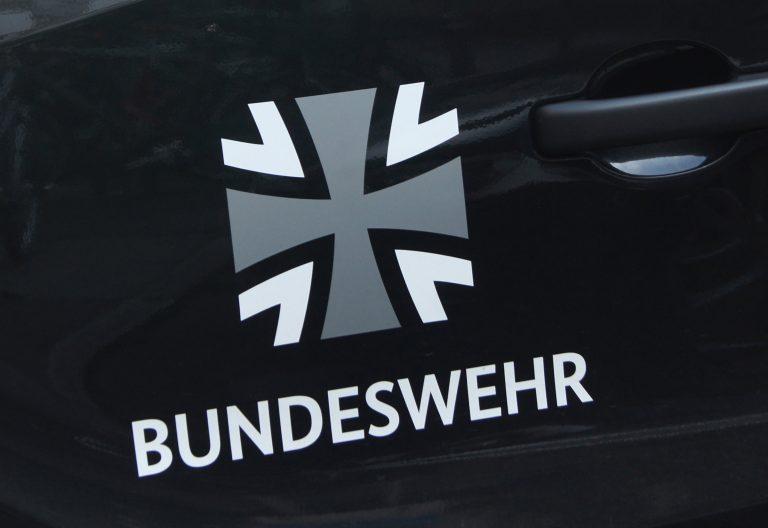 Bundeswehr-Logo an einem Fahrzeug des Bundeswehr-Fuhrparkservice