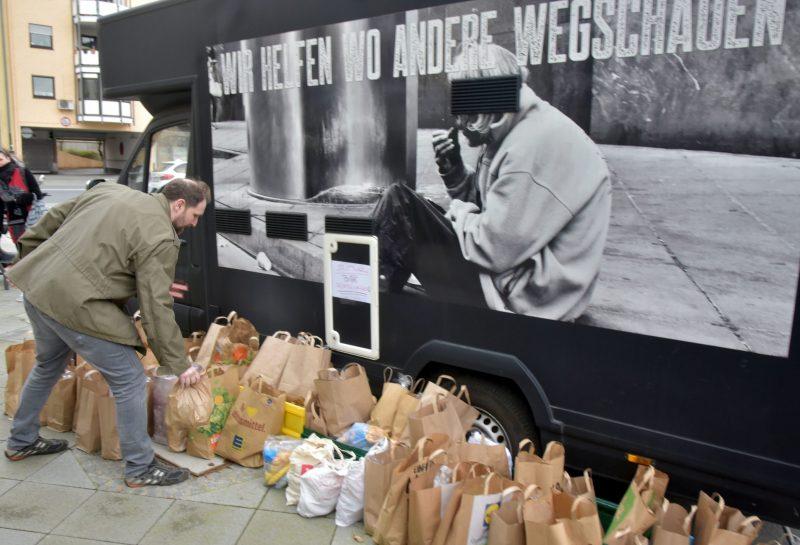Frankfurt, 21. März  2020. Die Hilfsorganisation Street Angel sammeln Lebensmittelspenden für Obdachlose und Bedürftige. | Verwendung weltweit