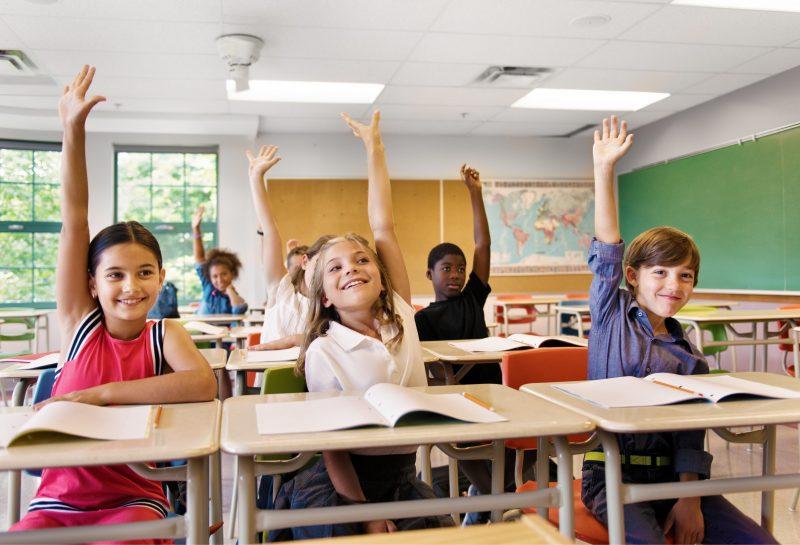 Kinder in Klassenzimmer