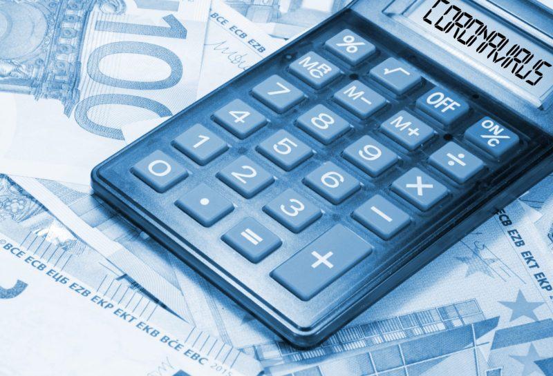 Euro Geldscheine, Taschenrechner und Coronavirus