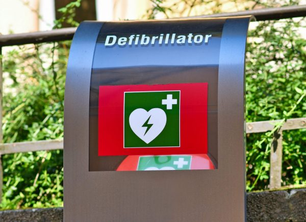 Defibrillator im öffentlichen Raum