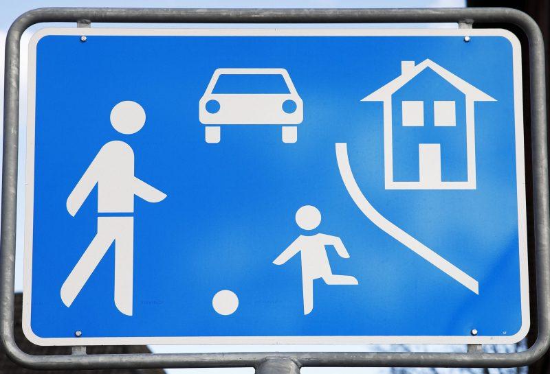 Verkehrsschild Spielstraße