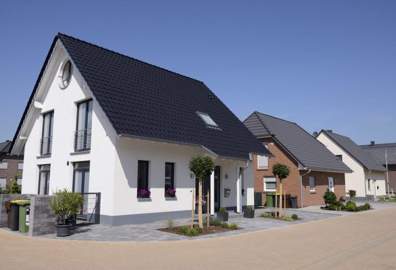 Reihe von neuen Einfamilienhäusern